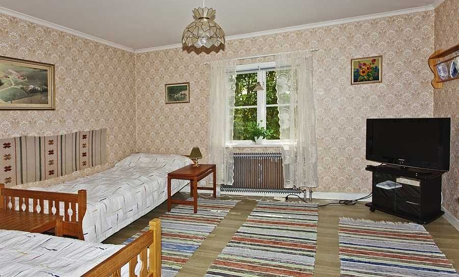 Weiteres Schlafzimmer mit SAT-TV.