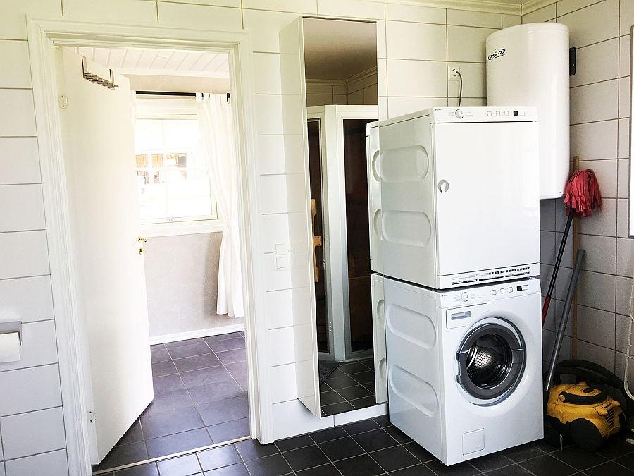 Badezimmer, hier stehen Waschmaschine und Trockner zur verfügung.