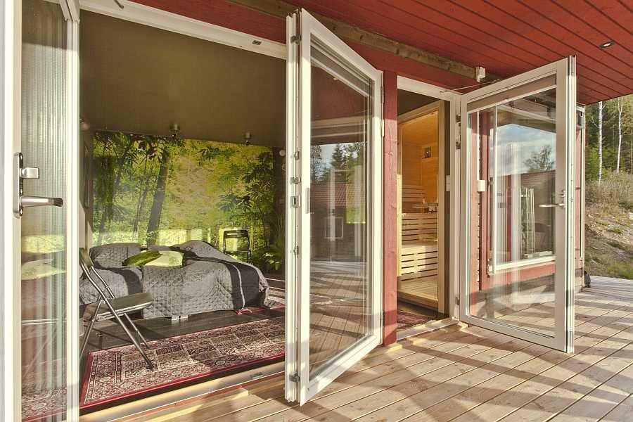 Fensterfront vom Gästehaus.