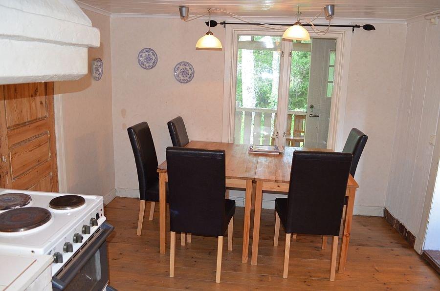 Küche und Esszimmer.
