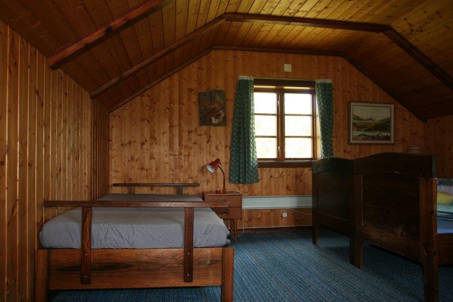 Das Schlafzimmer im Nebenhaus mit drei Einzelbetten.
