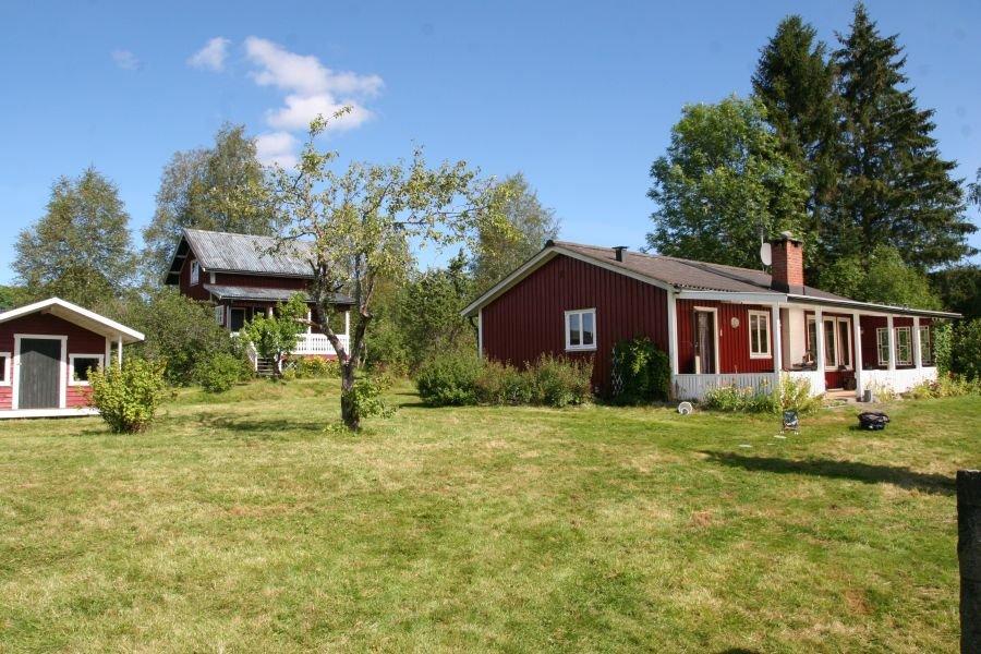 Haus Norra Fors eingebettet in ein wunderschönes Gartengrundstück.