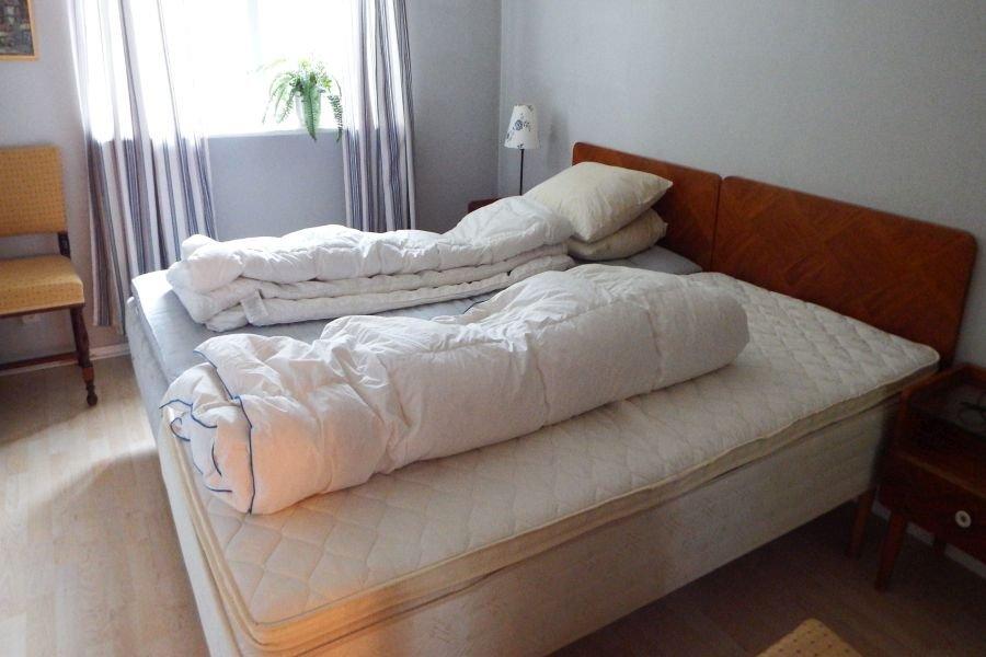 Eins der beiden Schlafzimmer mit den beiden Einzelbetten.