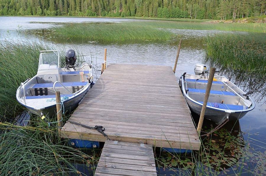 Der Hauseigene Bootssteg! Auf rechten Seite liegt das inklusive Angelboot.