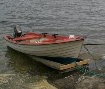 Bitte jeden Abend das Boot sichern.