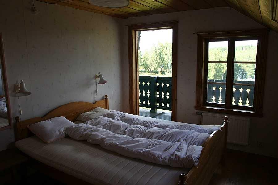 Eines der Schlafräume mit Doppelbett