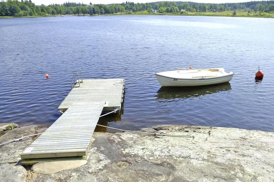 Hier liegt das Ruderboot.