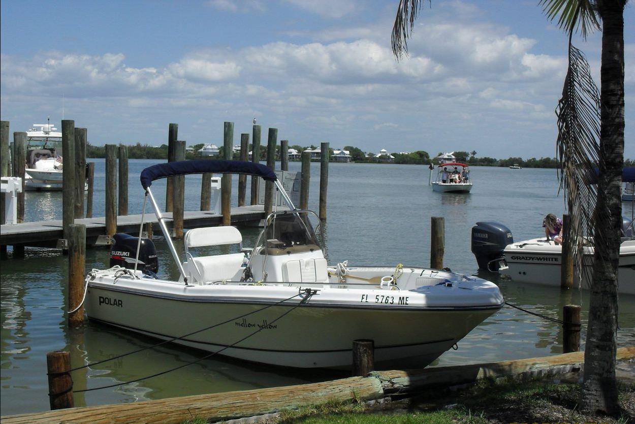 Die Bootsflotte ist groß und ändert sich saisonal bedingt. Sie sehen hier ein Center Console Boat