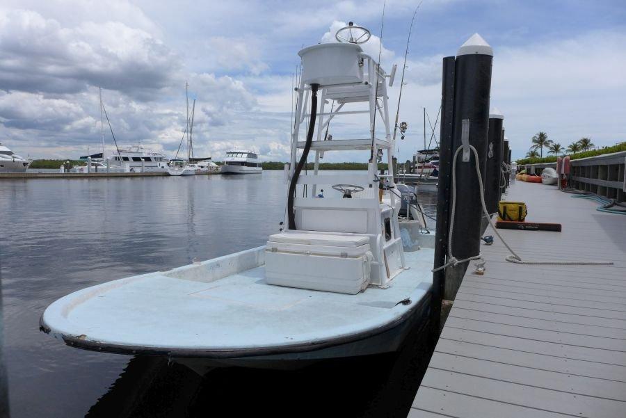 Flat Boat: Mietbar zum selbst fahren oder tageweise mit Guide